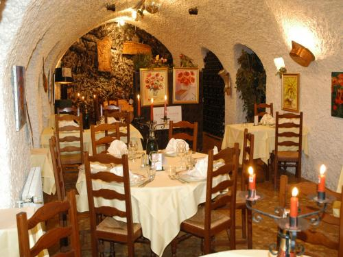 "Restaurant traditionnel champenois ""Le Caveau"""