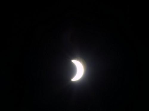 Peut-on voir l'éclipse depuis la Station spatiale internationale ? La réponse est oui : voyez l'image prise, depuis le hublot de l'ISS, par l'astronaute de l'ESA Samantha Cristoforetti.