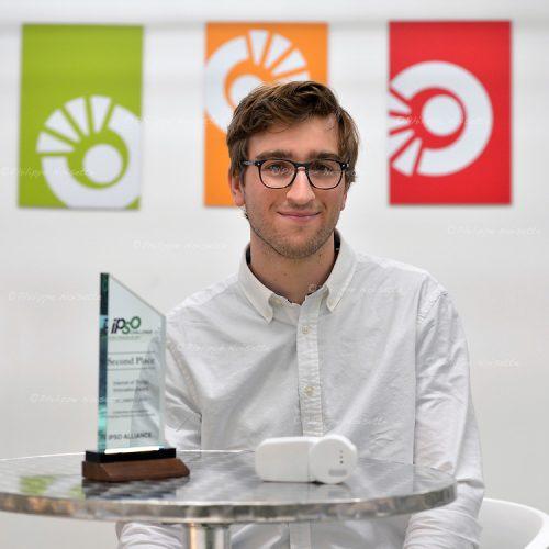 Maxence Chotard, ingénieur chez EISOX, a obtenu le 2ème prix au concours Ipso Challenge, qui a eu lieu le 1er décembre 2015 dans le Silicon Valley pour leur tête thermostatique connectée.  Maxence a été étudiant à l'ESEO et à l'ESSCA à Angers. Grâce au soutien de l'ESEO et d'Angers Technopole, Maxence a créé cette tête thermostatique connectée qui permet de réguler de manière autonome la température dans chaque pièce de la maison et il travaille aujourd'hui au sein d'EISOX après avoir validé son diplôme d'ingénieur ESEO et son diplôme de l'ESSCA.