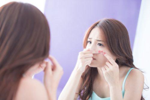 acne-visage-femme